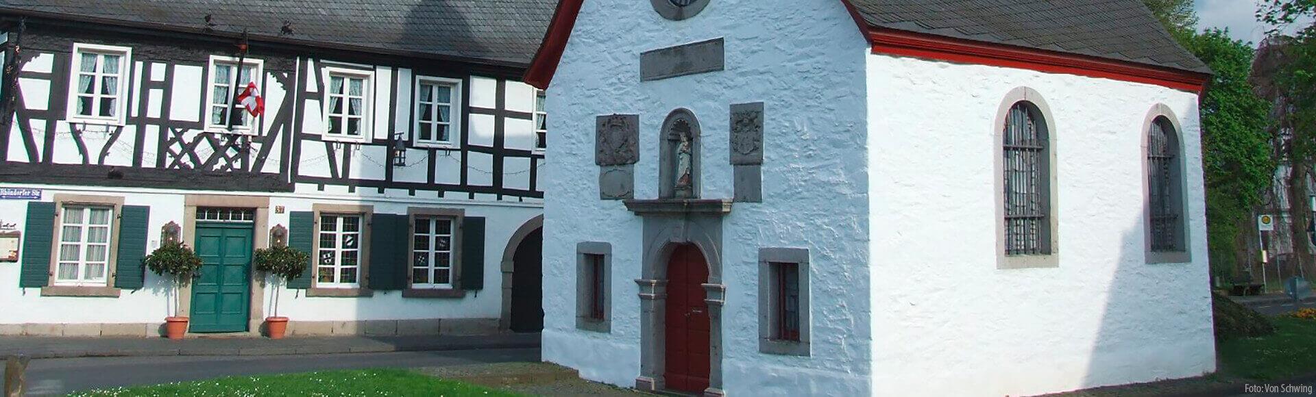 Rhöndorf mit Marienkapelle und Fachwerkhaus, Foto: Von Schwing